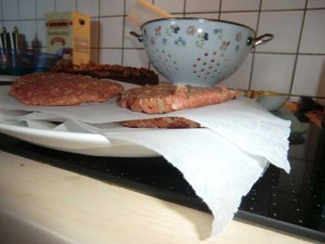 Hamburger (Patty) auf Backpapier