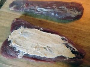 Schweinefilet mit Farce aus Kräuterfrischkäse
