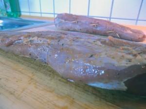 Mit Stubb's die Texas Butter Marinade gespritztes Schweinefilet
