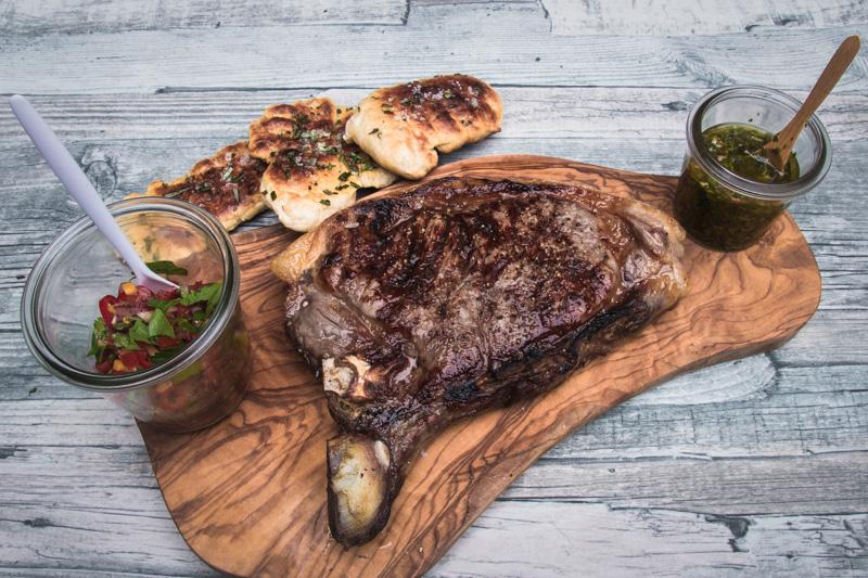 Steak mit gebackenem Focaccia
