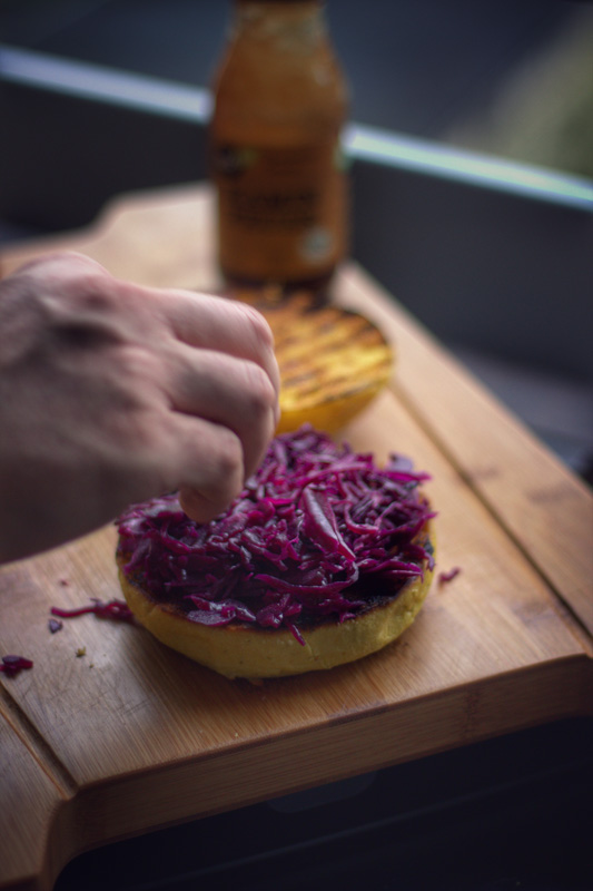 Pulled Duck Burger mit Rotkohl